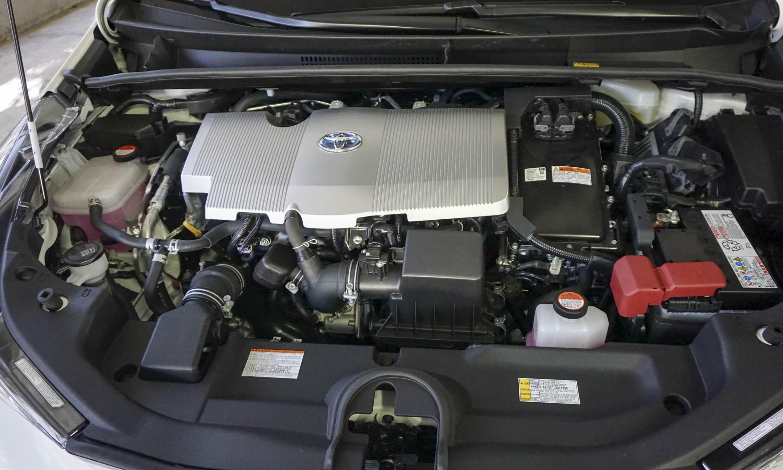 كيفية غسيل وتنظيف محرك السيارة
